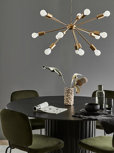 salle à manger moderne grise avec chaises vertes