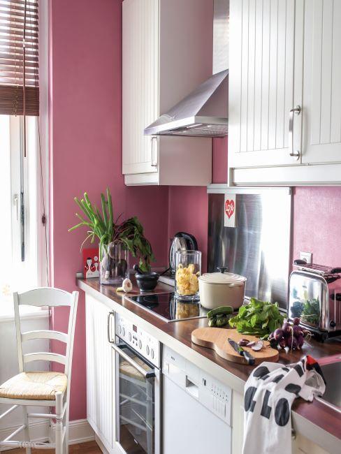 cuisine rose, mur rose