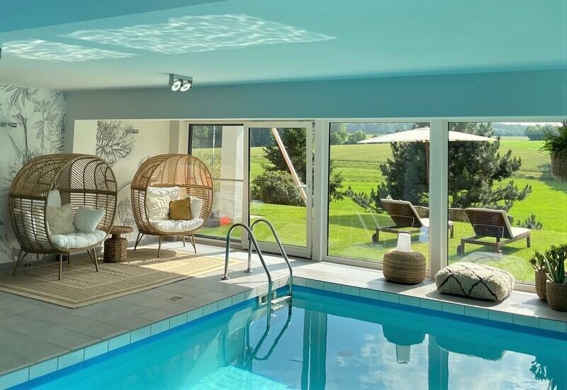 résultat piscine intérieure après aménagement par Westwing