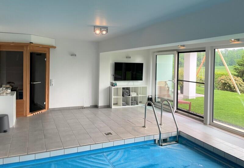 photo d'avant l'aménagement d'une piscine intérieure par Westwing