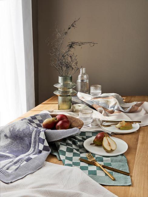table, salle à manger taupe, table en bois