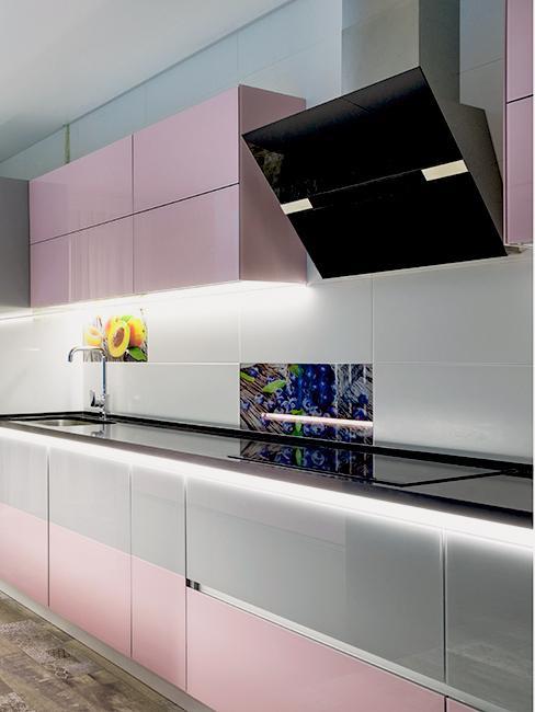 cuisne rose moderne avec meubles laqueés