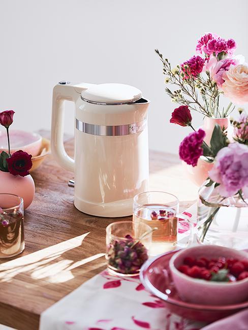 déco de table avec fleurs roses