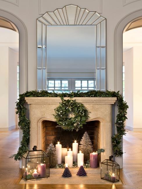 Décoration de Noël, grand miroir, couronne et bougies
