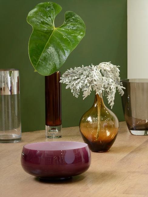 ensemble de vases en verre teinté et bol violet