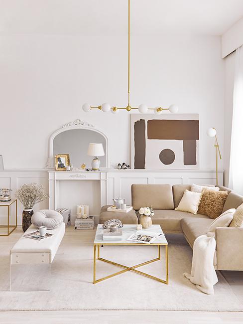 salon lumineux avec déco moderne blanche et couleurs de terre