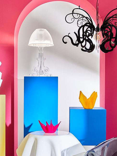 intérieur avec mur rose fluo