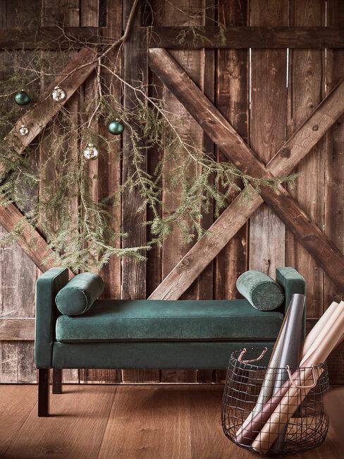 banquette verte, terrasse en bois, déco de noel