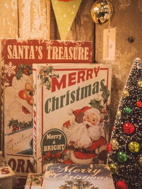 affiches et sapin vintage