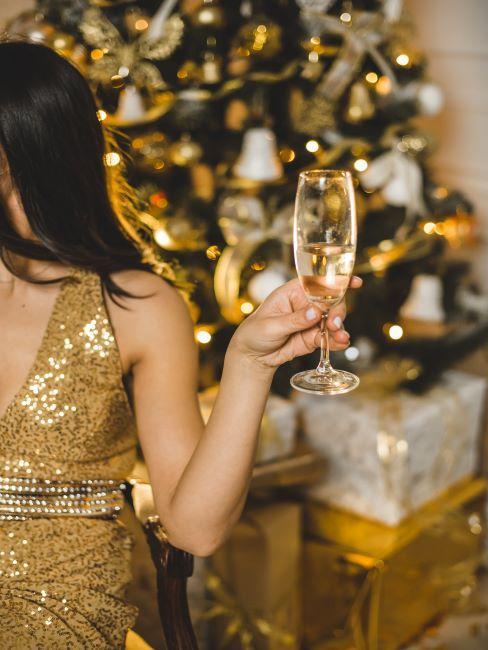 noel au bureau, after party, Christmas party, champagne, verre à champagne