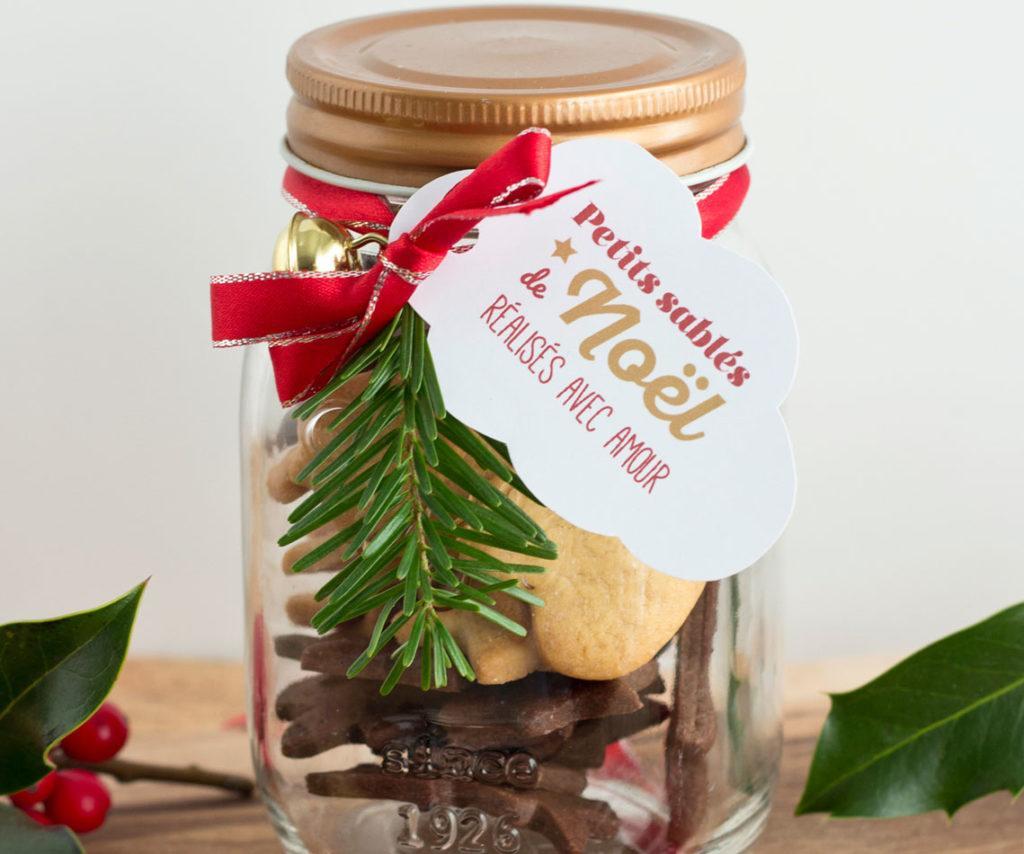 bocal cadeau de noel repmpli de biscuits