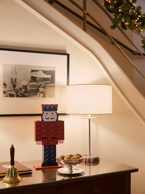 Casse noisette noel en bois sur un meuble