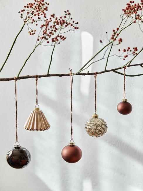 Suspension de Noël sur une branche