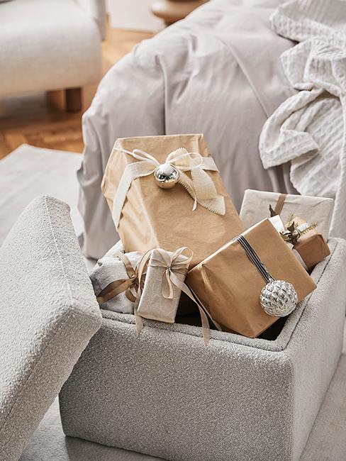 cadeaux de noel avec emballage papier kraft
