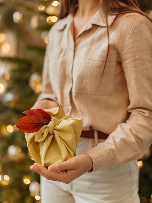 emballage cadeau de Noël furoshiki
