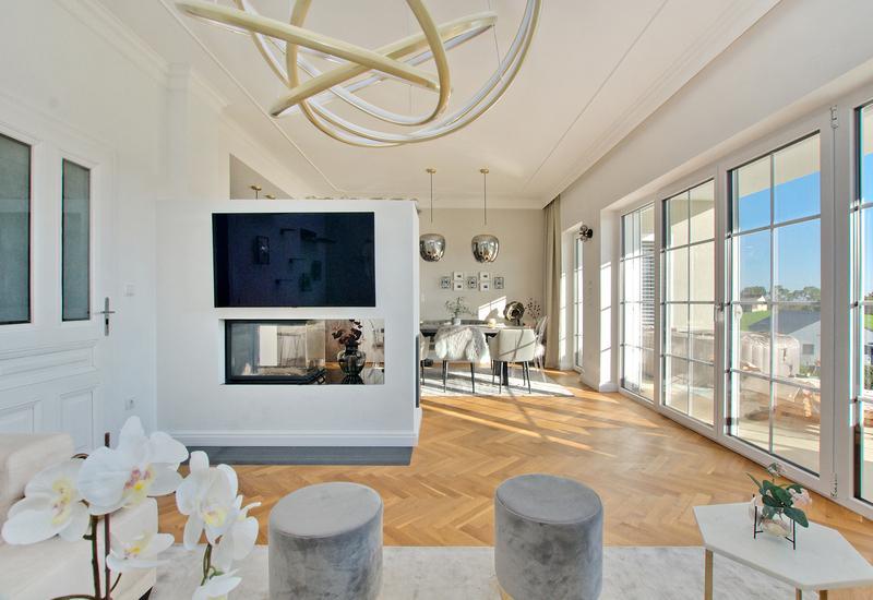 Grand salon moderne aménagé par Westwing 3