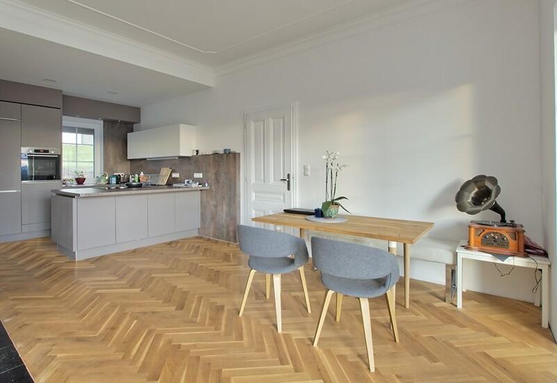 grand salon vide avant aménagement par Westwing 3