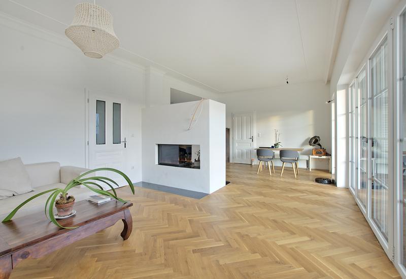 grand salon vide avant aménagement par Westwing 2