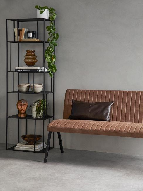 Banc en cuir marron avec coussin en cuir et étagère noire