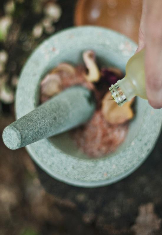 préparation cosmétique dans un mortier