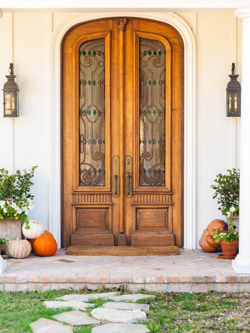 porta d'ingresso con decori