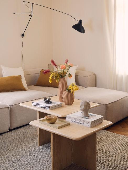 stanza con pareti beige