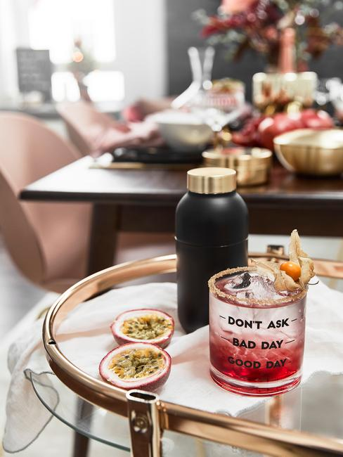 Cocktail party, dettaglio con bicchiere