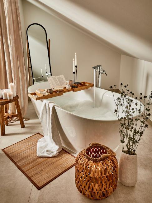 vasca da bagno moderna con mobili in legno