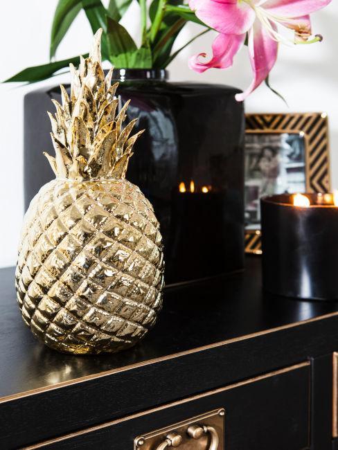 Dettaglio decoro ananas oro