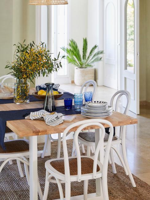 tavola da pranzo stile casa al mare