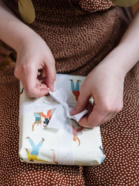 carta da regalo con fantasia