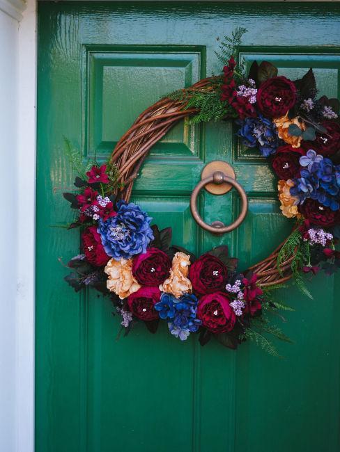 Ghirlande floreali per la porta d'ingresso