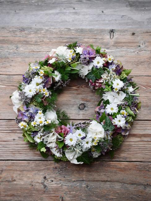Ghirlande floreali con fiori freschi