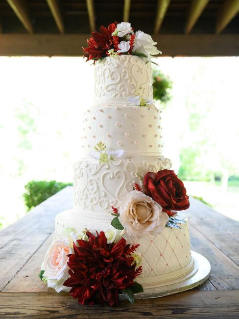 decorazioni torta matrimonio con rose rosse