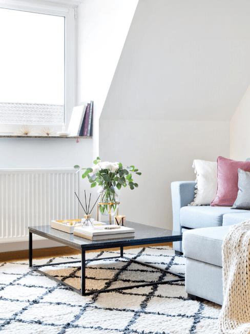Dettaglio salotto moderno con termosifone in ghisa