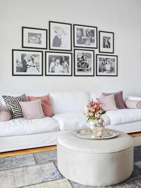 collage di fotografie in bianco e nero sopra divano bianco