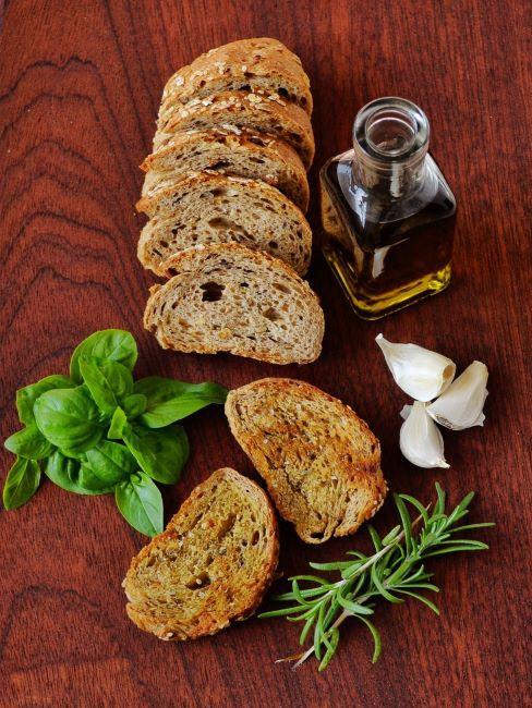pane, olio e basilico
