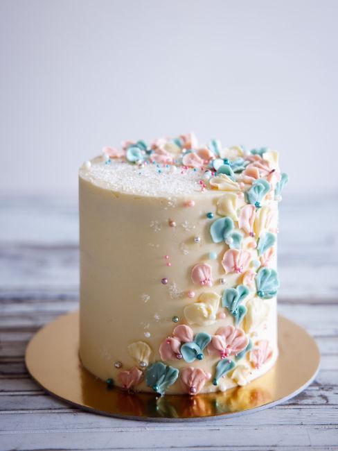 torta decorata con pasta di zucchero
