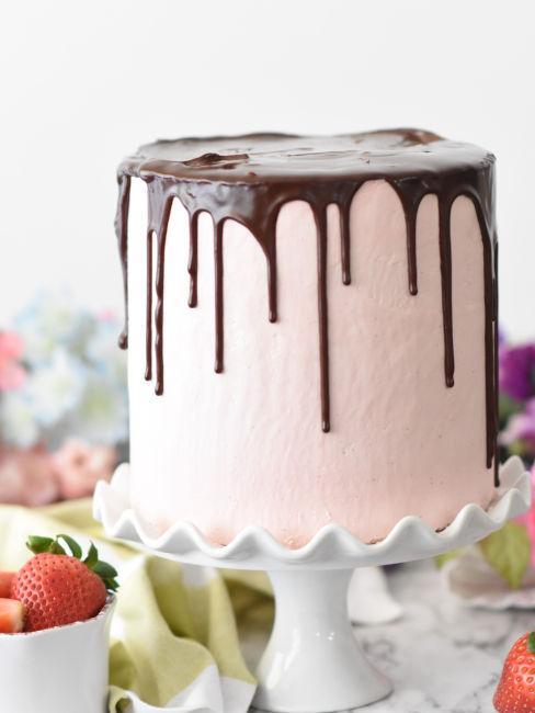 decorare una torta con la pasta da zucchero