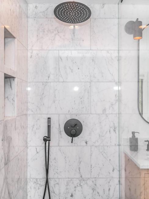 doccia in marmo moderna