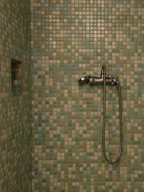 doccia con mosaico sfumature verde