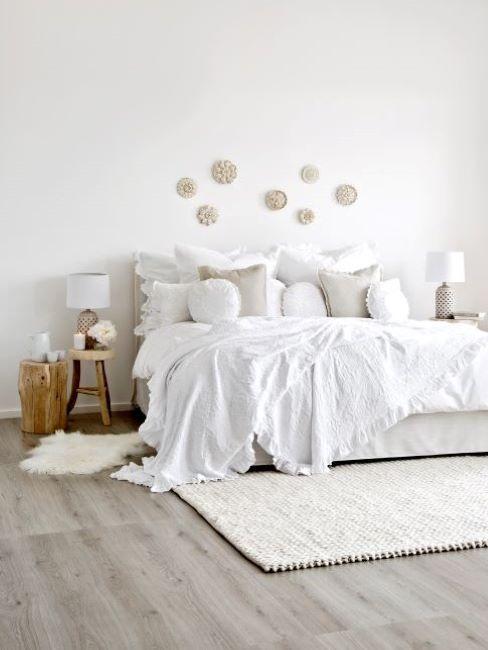 comodini fai da te in legno in camera da letto bianca