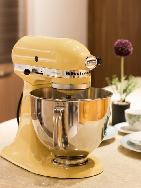Robot da cucina giallo