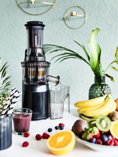 estrattore e frutta fresca
