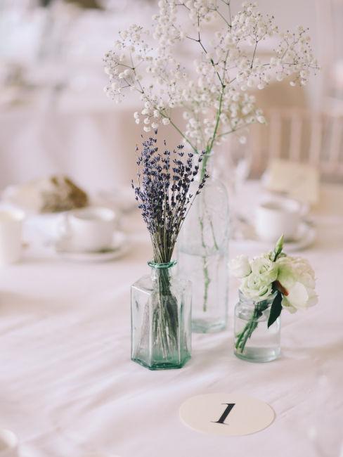 centrotavola vaso in vetro con fiorellini