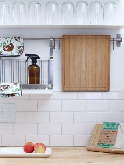 spray per pulizie di casa in cucina