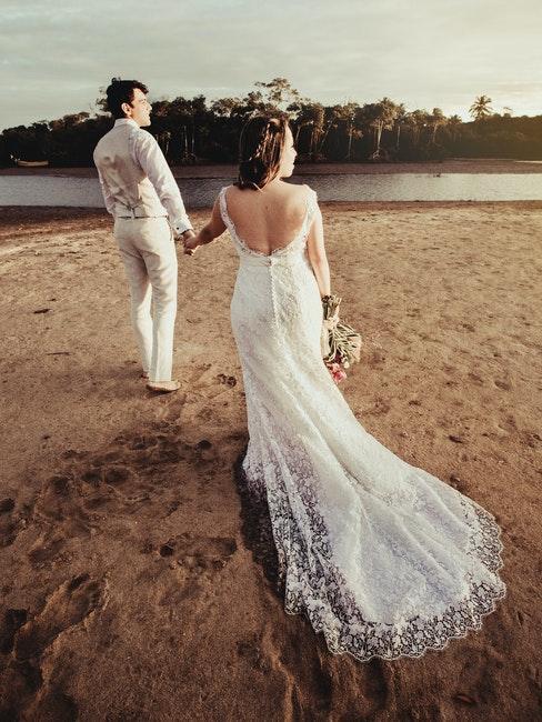 matrimonio in spiaggia abiti