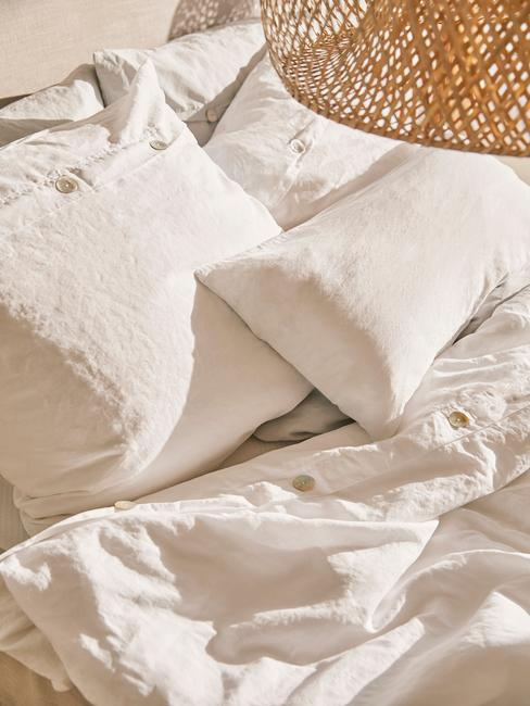 stile mediterraneo lenzuola bianche