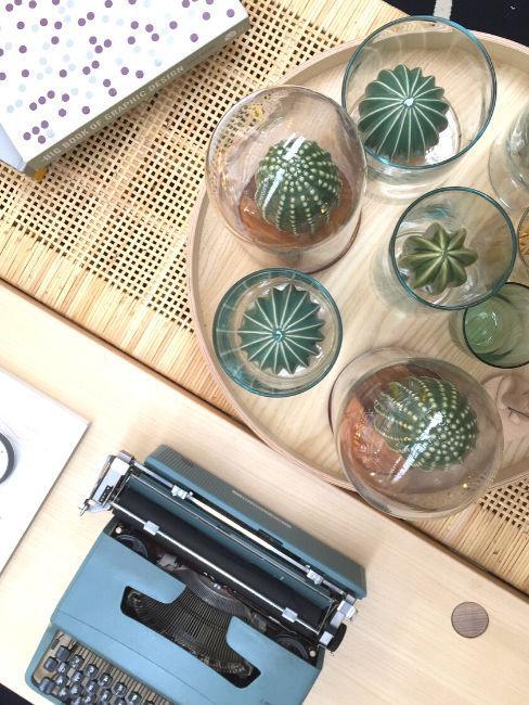 Tavolo con cactus e macchina da scrivere, StyleNotes