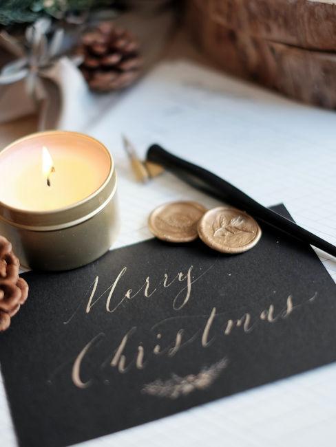 """cartoncino nero con scritta """"merry christmas"""""""